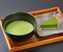 〈辻利茶舗〉抹茶と抹茶チーズタルトセット