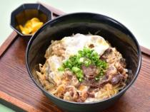 〈麺処 玉蔵〉牛とじ丼