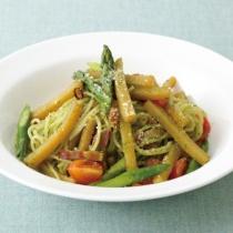 〈キハチ カフェ〉【今月のおすすめメニュー】新ジャガイモとアスパラガス、ベーコンのスパゲッティ バジル風味