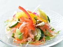 〈エッセンハウス〉季節の野菜サラダ
