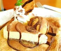 〈マリオンカフェ〉【デセールクレープ】 レアチーズ&濃厚キャラメルアイス