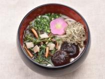 〈麺処 玉蔵〉山菜うどん・そば