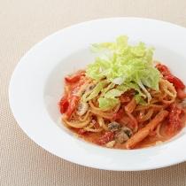 〈キハチ カフェ〉【今月のおすすめメニュー】蟹とマッシュルームのトマトクリームスパゲッティ