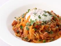 〈キハチカフェ〉自家製ケチャップを使ったスパゲッティナポリタン 半熟卵添え