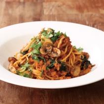 〈キハチ カフェ〉【今月のマンスリーメニュー】いろいろ茸のオマールラグーソース スパゲッティ