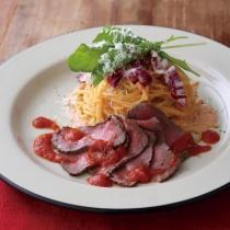 〈キハチ カフェ〉【今月のマンスリーメニュー】ローストビーフと明太子クリームのスパゲッティ