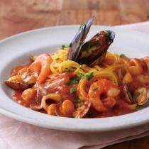 〈キハチ カフェ〉色々魚介のブイヤベーススパゲッティ